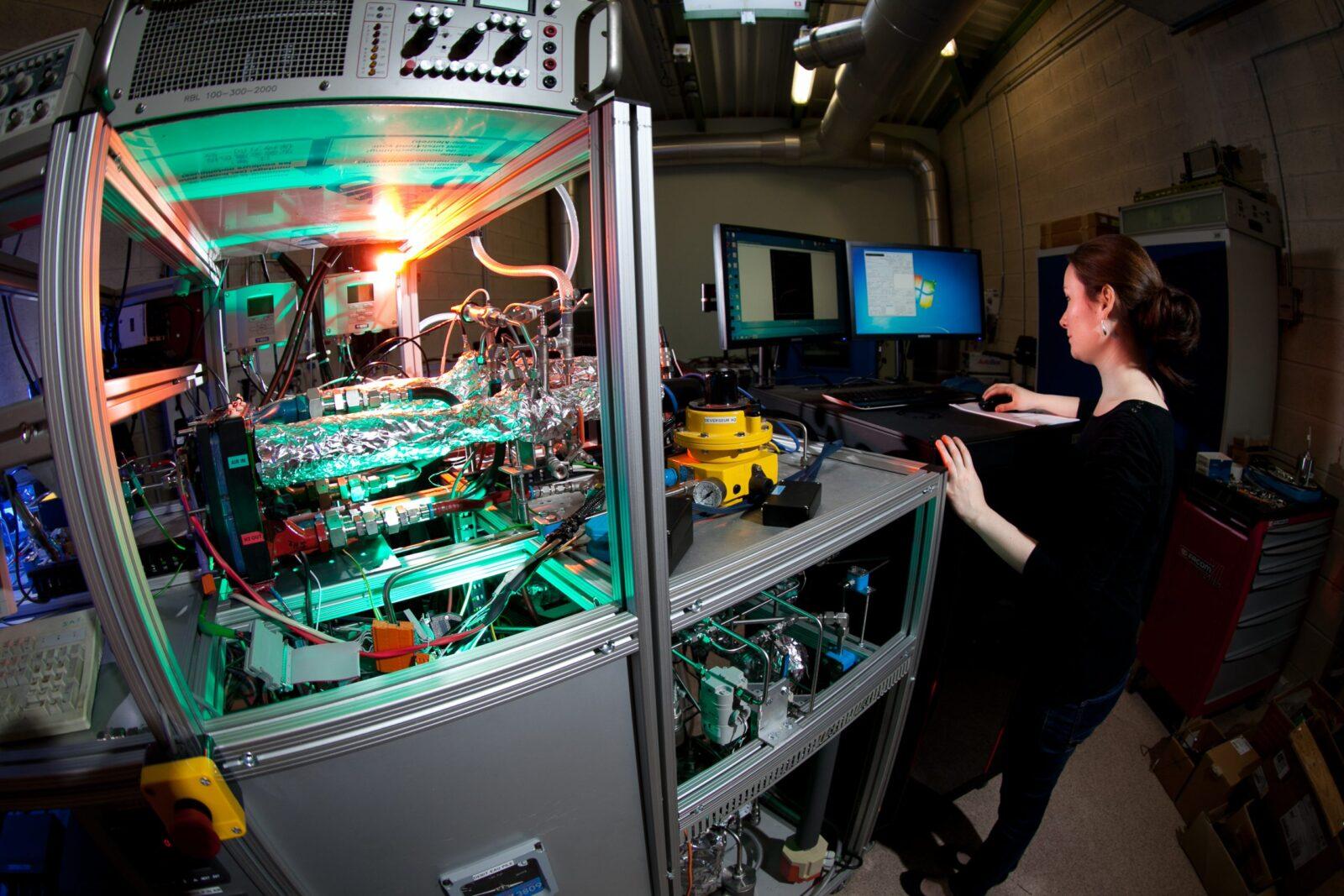 Banc d'essai d'une pile à combustible hydrogène (CNRS)