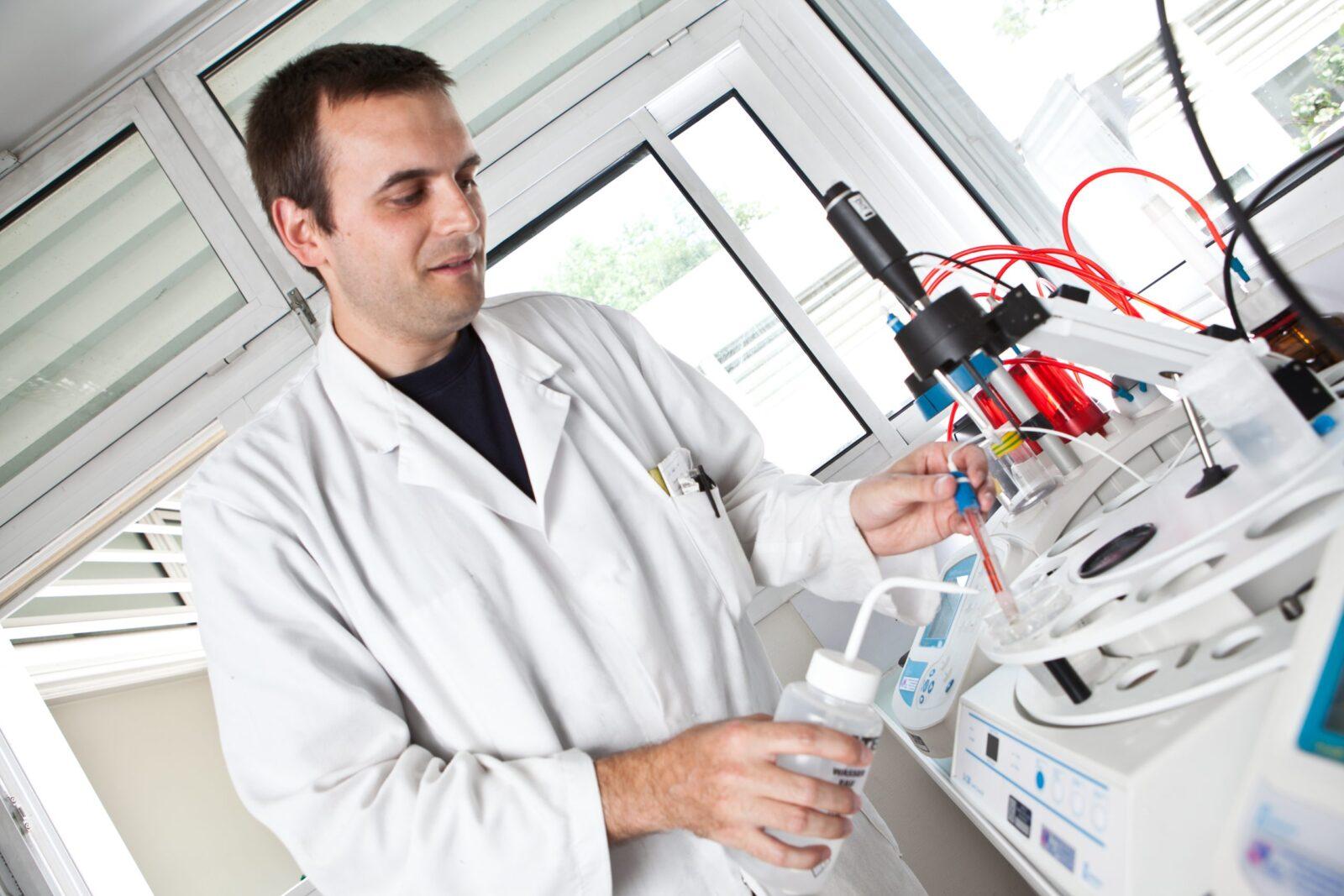 Laboratoire d'analyse de la chimie des eaux
