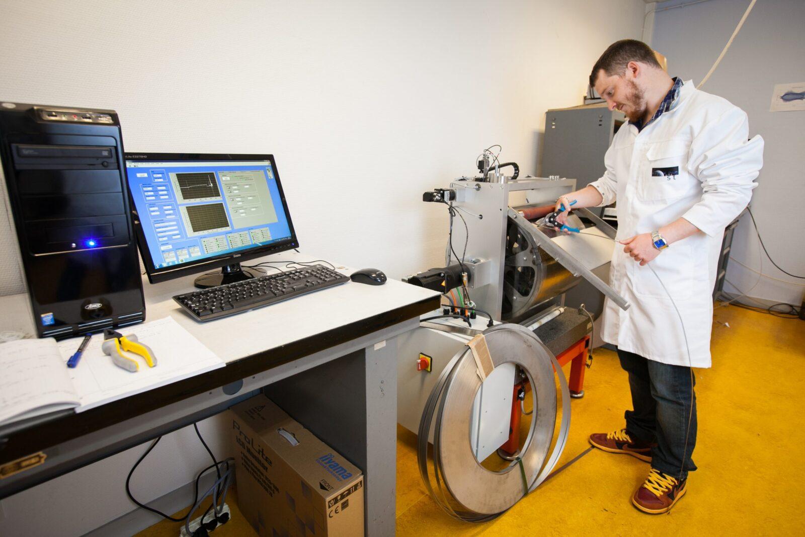tribomètre à rouleau pour simulation tribologique de poinçons