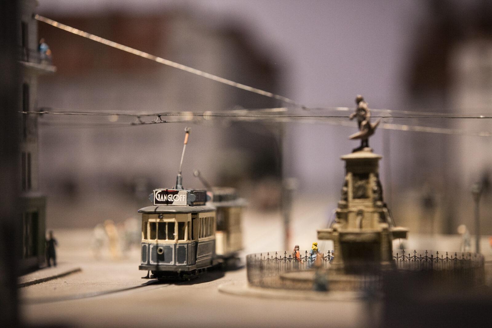Exposition En voiture m'sieurs Dames sur l'histoire du tram à Besançon