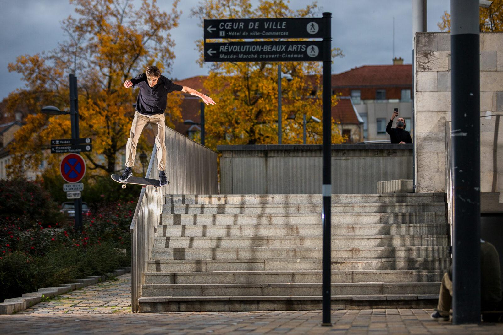 skateboard boardslide