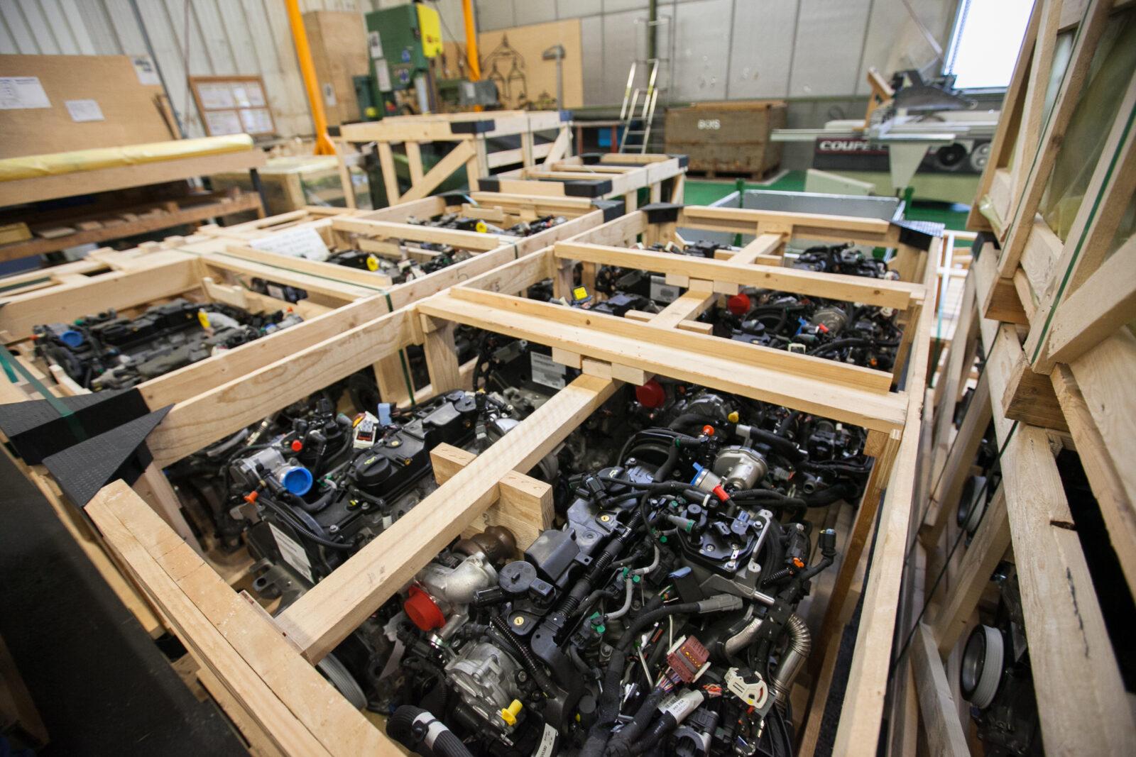 Détail de caisses de conditionnement pour le stransport de pièces de l'industrie automobile